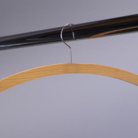 Kleiderbügel aus Holz bei Deko-Tec mieten