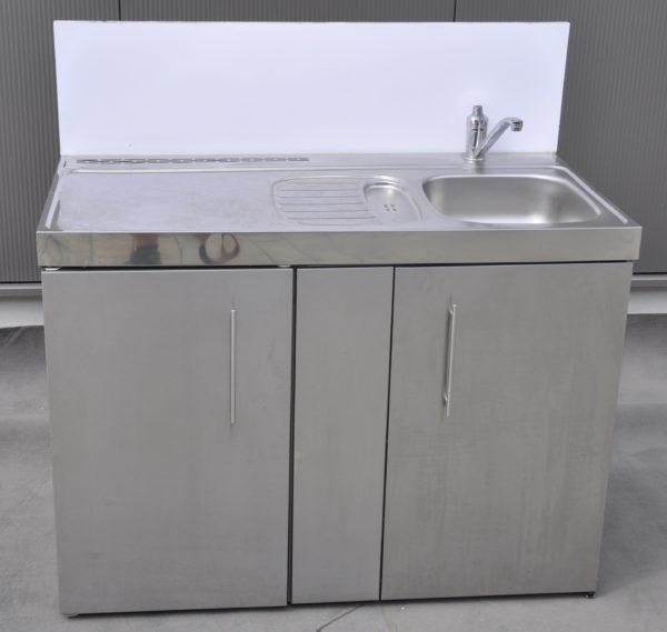 Kombiküche mit Spüle, Kühlschrank und Spülmaschine