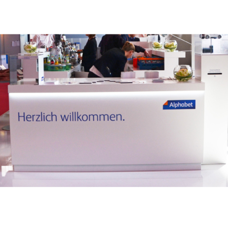 Welcome Desk in weiß mit LED-Beleuchtung
